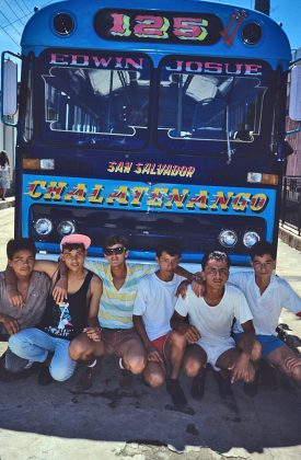 Futuros soldados em Chalatenango, estado controlado pela FMLN, El Salvador