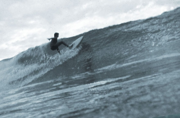 Alberto Alves se prepara para uma manobra na praia da Tiririca, no verão de 78, no dia em que descobrimos essa onda. Itacaré (BA)