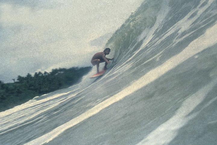 Bruno Alves se entocando no verão de 1978, na Tiririca. Foto: Fernando Mesquita. Itacaré (BA)