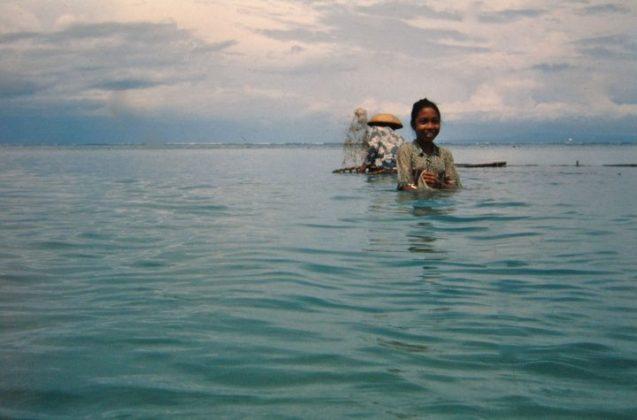 Criança da região de Nusa Doa, Indonésia