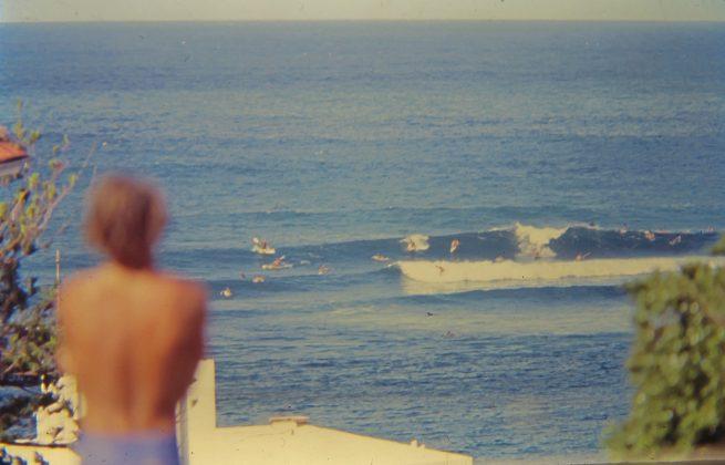 Bruno observando Winki Pop de Manly, Austrália. Foto: Gabriel Angi / Surf Van.