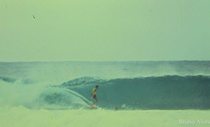 Alberto Alves entubando em Manly Beach, Austrália