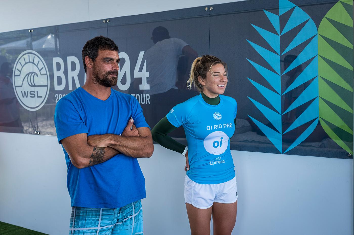 Leo Neves e Coco Ho, Oi Rio Women's Pro 2017, praia de Itaúna, Saquarema (RJ). Foto: WSL / Poullenot.