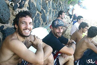 Rodrigo Resende e Léo Neves, North Shore, Hawaii. Foto: Bruno Lemos / Lemosimages.com.
