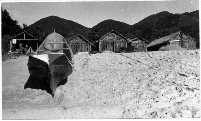 O canto dos ranchos em 1975, vida tranquila e cultura da pesca, e que hoje deu lugar aos bares, Trindade (RJ)