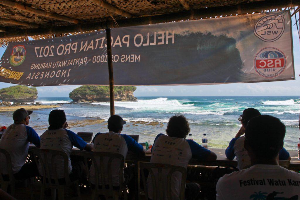 Curso oferece atualização dos critérios de arbitragem do surfe.