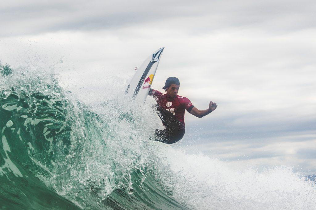 No último Mundial Matheus Herdy terminou em quinto. Neste ano ele volta a disputar o título de melhor surfista sub-18 do mundo.