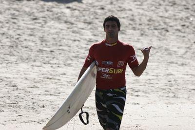Léo Neves, SuperSurf 2006, praia de Itamambuca, Ubatuba (SP). Foto: Aleko Stergiou.