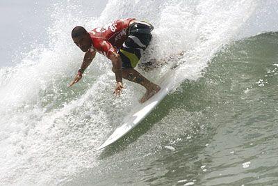 Leo Neves, Onbongo Pro Surfing 2006, Itamambuca, Ubatuba (SP). Foto: Aleko Stergiou.