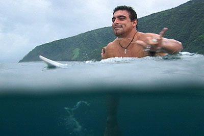 Leo Neves, Teahupoo, Tahiti. Foto: Bruno Lemos / Lemosimages.com.
