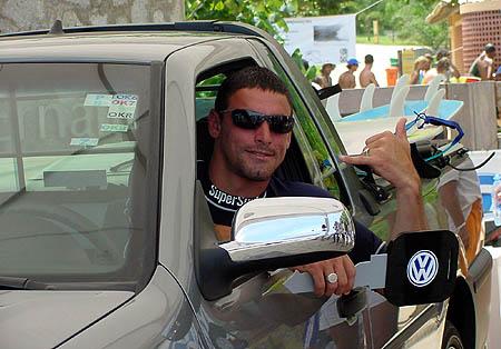 Além dos R$ 25 mil em dinheiro pelo título brasileiro de 2002, Léo Neves faturou uma Saveiro SuperSurf. Foto: Ricardo Macario.