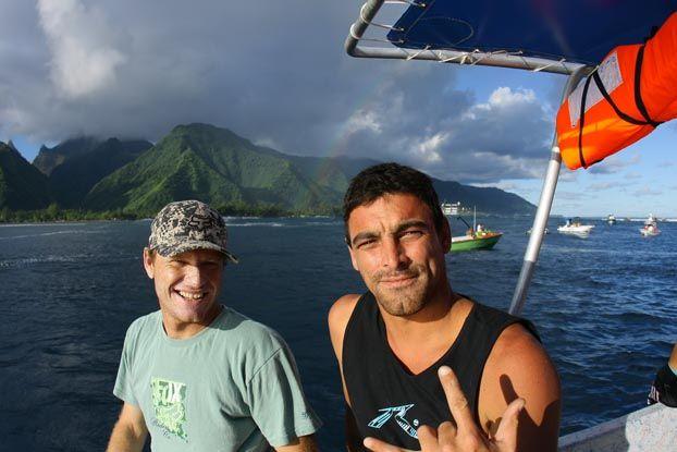 Rodrigo Dornelles e Leo Neves, Billabong Pro Tahiti 2008, Teahupoo. Foto: Aleko Stergiou.