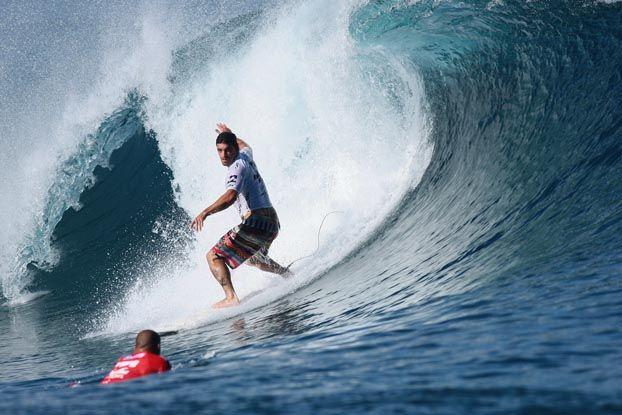 Léo Neves, Billabong Pro Tahiti 2008, Teahupoo. Foto: Aleko Stergiou.