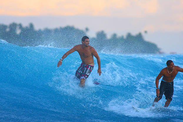 Leo Neves e Heitor Alves, Vairao, Tahiti. Foto: Aleko Stergiou.
