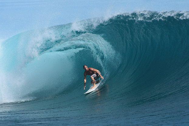 Leo Neves, Teahupoo, Tahiti. Foto: Aleko Stergiou.
